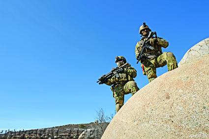 marines-on-rock