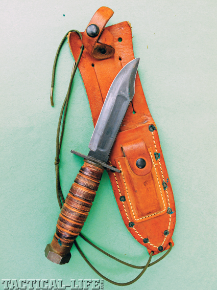 tactical-knives-on-the-point