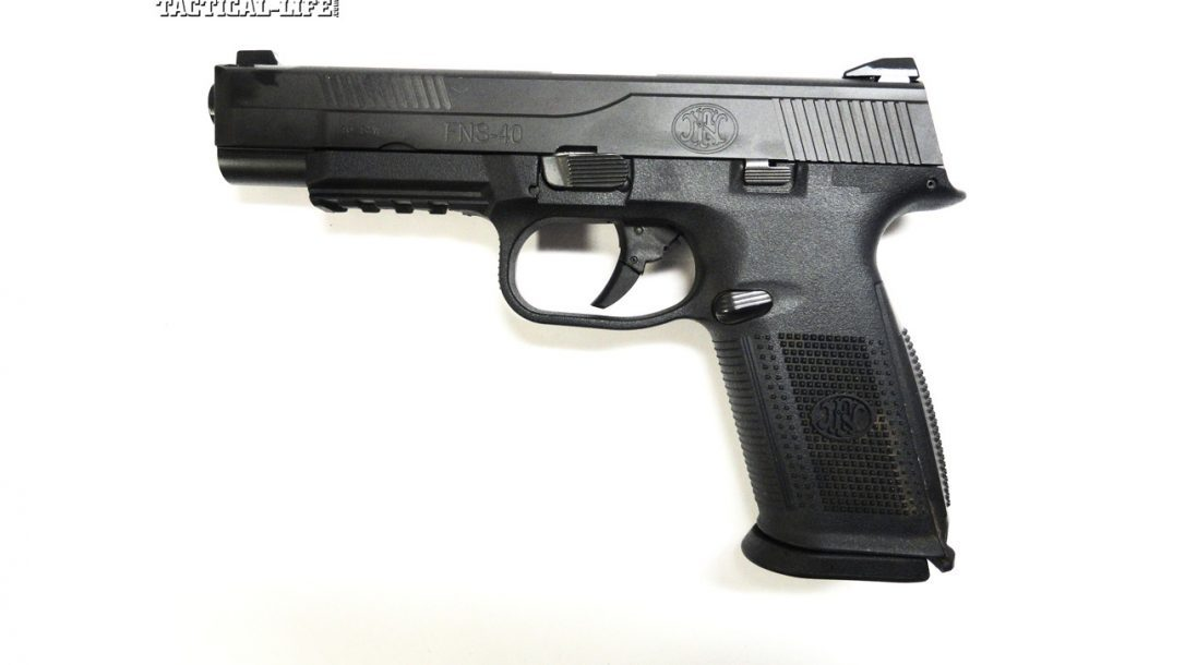 Tactical-Life Visits FNH USA - The FNH FNS .40 pistol as ordered by an entire LE police force.