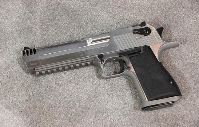 NASGW 2014 Pistols Magnum Research floor