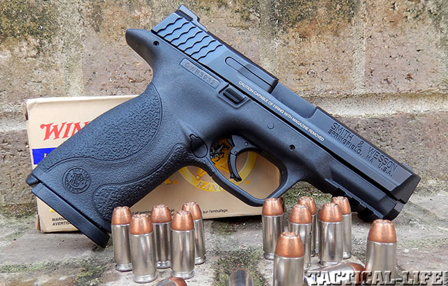 Top 18 Full-Size Guns 2014 SMITH & WESSON M&P40 solo