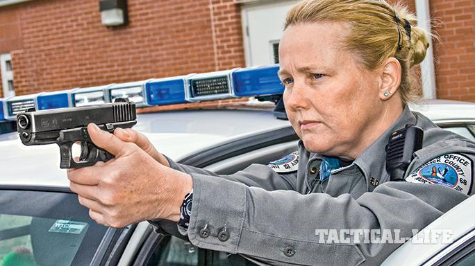 Female LEOs Glock 2015 aim