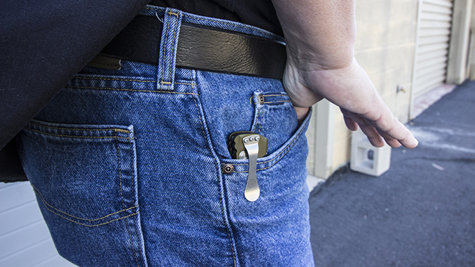 Carrying a Knife weapon EDC pocket