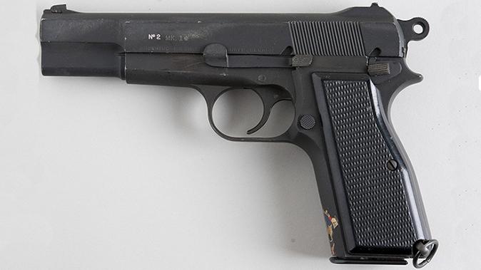 Browning Hi-Power pistol inglis