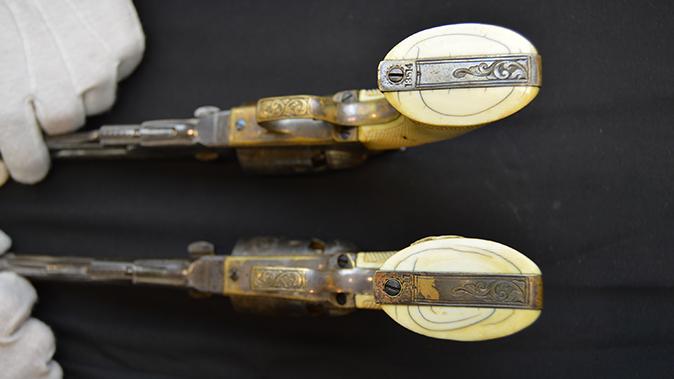 colonel custer colt model 1861 revolver grip bottom view