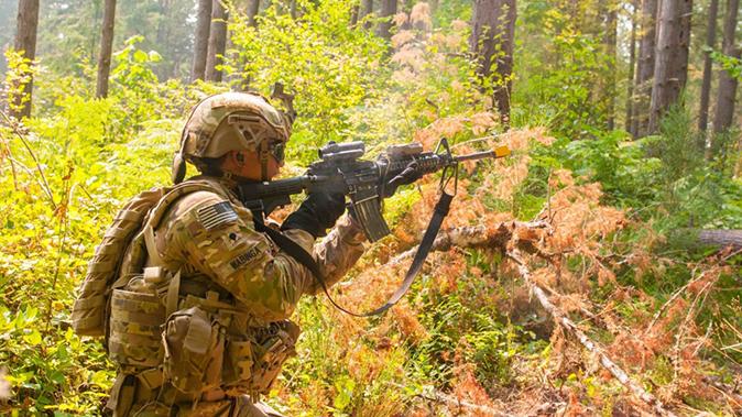 IHPS helmet soldier rifle