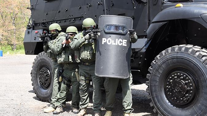 mrap vehicle police swat operators