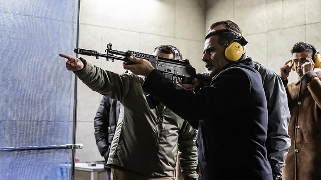 russia india ak-103 rifles aiming