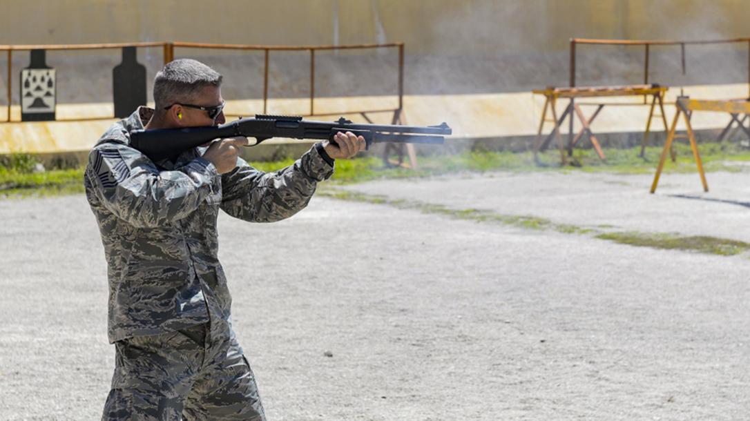 remington m870 modular combat shotgun firing