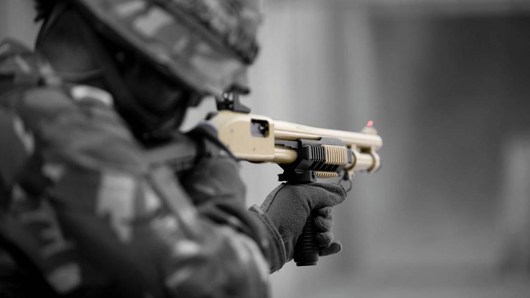 mossberg, mossberg m590da1, mossberg m590da1 shotgun aiming